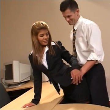 Irodabútor teszt a titkárnővel