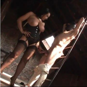 Faszverés és BDSM a padláson