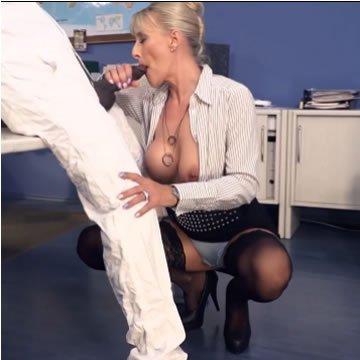 Lana Vegas - feketéző titkárnő