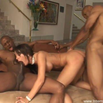 Feleség két fekete faszon élvez